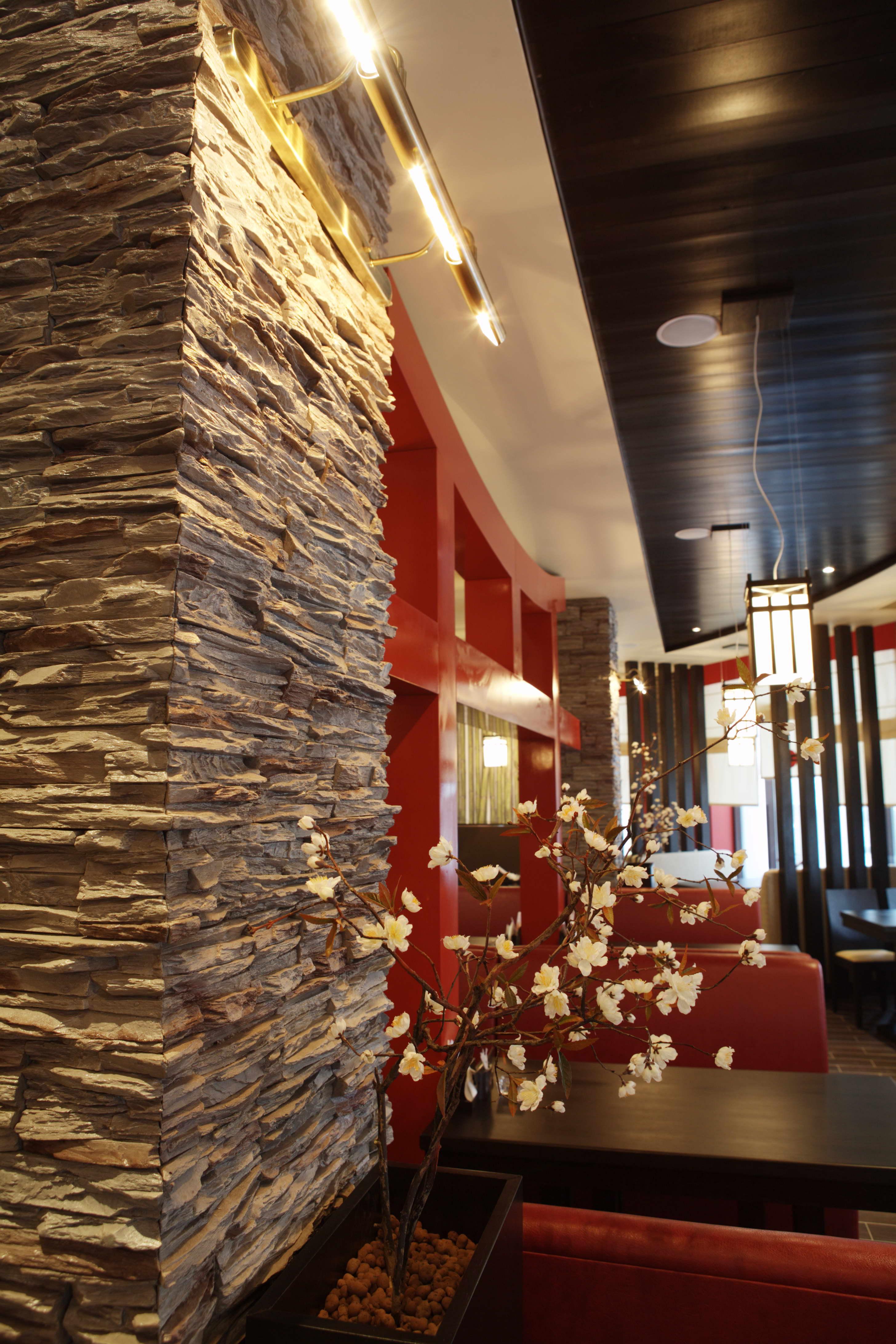 Отделка стен декоративным камнем Строительный портал Это дерево и камень. ... .  Декоративная отделка стен под камень...